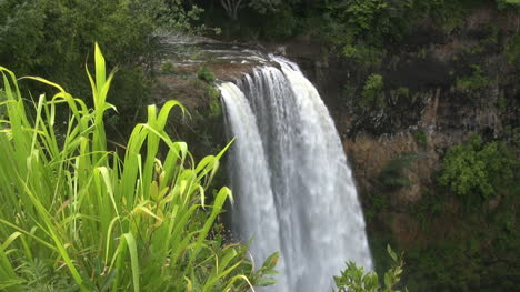 Kauai-Waterfall-off-edge-of-cliff-2