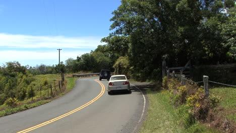 Maui-Jeep-and-car-on-the-Hana-road