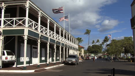 Lahaina-Historic-hotel-with-flags