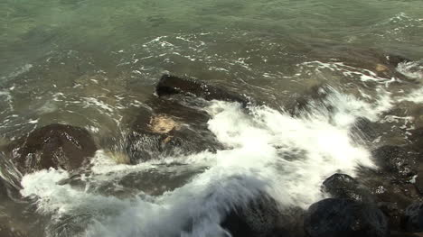 Maui-Lahaina-Waves-on-sacred-rocks