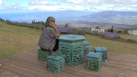 Hawaii-Maui-Lynn-with-jade-at-garden-1