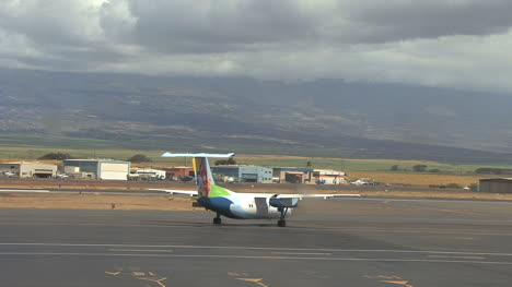 Maui-plane-taxis-and-truck-goes-by-2