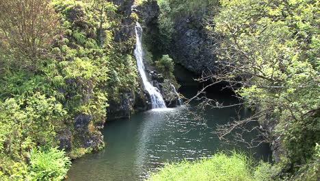 Pool-and-waterfall-Hana-road
