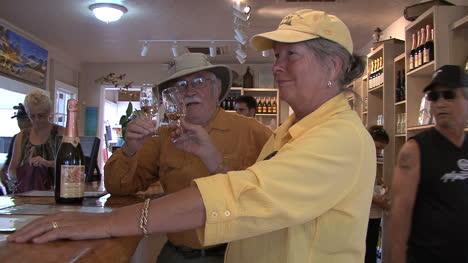 Hawaii-Maui-Sid-and-Lynn-at-winery-3