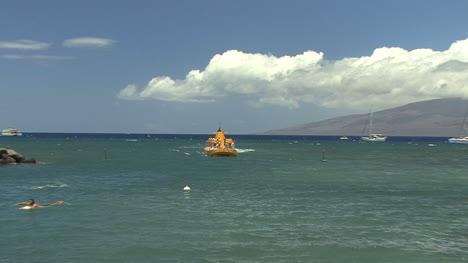 Maui-Yellow-submarine-and-swimmer