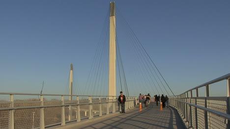Omaha-Bike-on-footbridge
