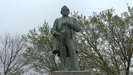 Statue-of-Grant-in-Galena-Il