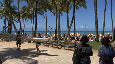 Waikiki-carrying-surf-boards