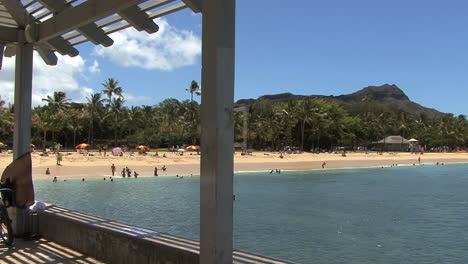 Waikiki-Diamond-Head-and-beach-1