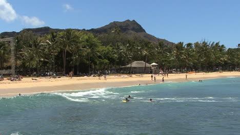 Waikiki-Diamond-Head-and-beach
