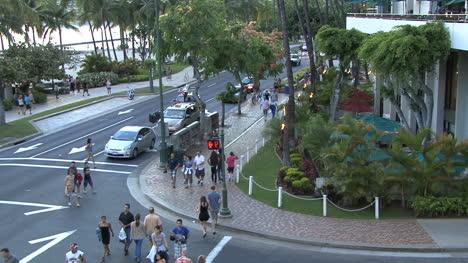 Gente-De-Waikiki-En-Una-Calle