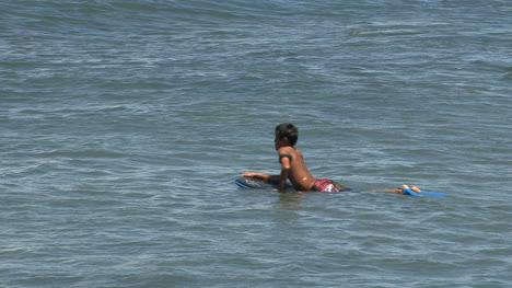 Waikiki-surfers-6
