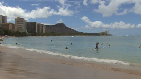Waikiki-swimmers-and-Diamond-Head