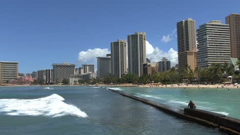 Waikiki-wave-hits-breakwater