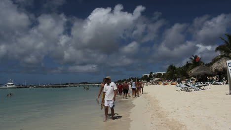 Aruba-beach-with-tourists