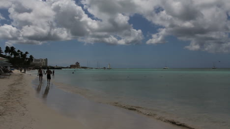 Aruba-beach-with-clouds-and-sea