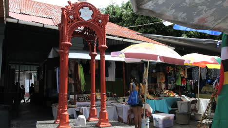 Dominica-Roseau-market-slave-stand
