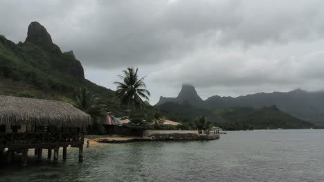 Moorea-mountain-view-at-Cook-s-Bay