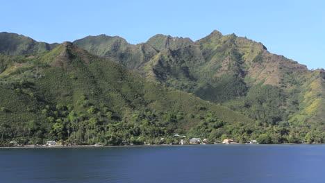 Moorea-mountainside-settlement