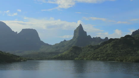 Moorea-mountains-from-Opunohu-Bay