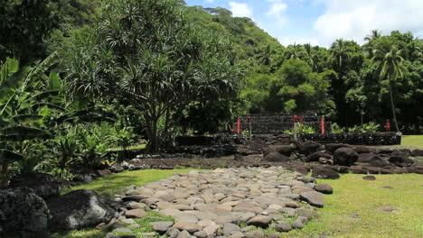 Tahiti-Atahurahu-Marae-pyramid