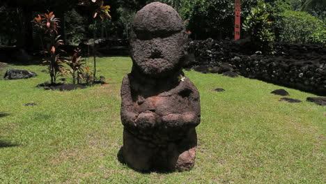 Tahiti-frowning-figure-at-a-marae