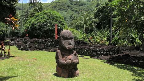 Tahiti-god-figures-at-a-Marae