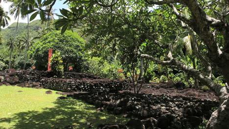 Tahiti-stone-platform-Atahurahu-Marae