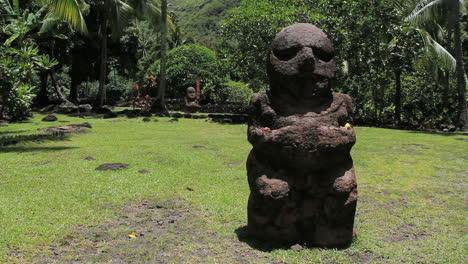 Tahiti-stone-figure-at-Atahurahu-Marae