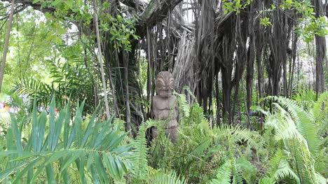 Tahiti-Tiki-under-a-tree-in-Papeete