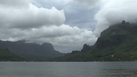 Clouds-above-a-tropical-island