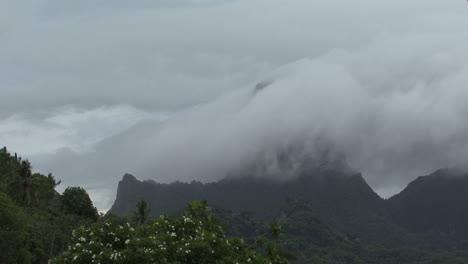 Cloud-covers-mountain-peak