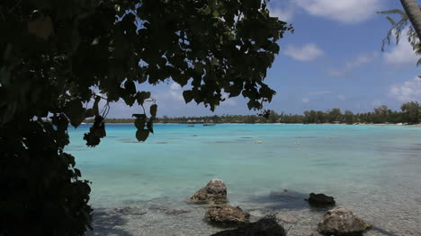 Bluegreen-lagoon-in-Rangiroa