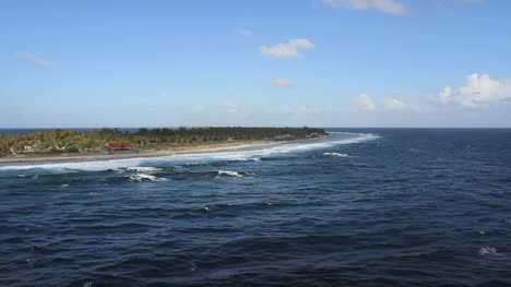 Approaching-Rangiroa-atoll