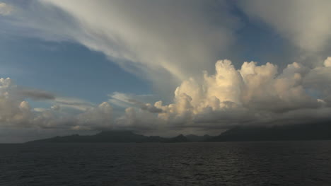 Incrediable-clouds-over-Raiatea