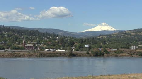 Columbia-Río-Y-Mount-Hood-En-Los-Dalles