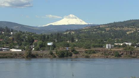 Columbia-Y-Mount-Hood-Cerca-De-Los-Dalles-