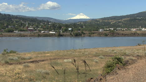Columbia-and-Mount-Hood-at-The-Dalles