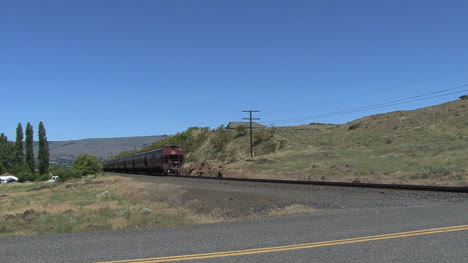 Washington-state-train-leaving-toward-hills