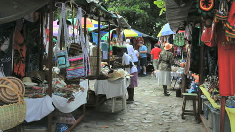 Dominica-Roseau-market-2