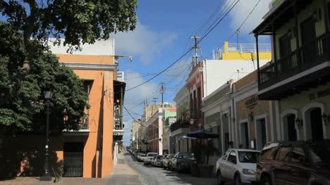 Calle-San-Juan-Con-Autos-Estacionados