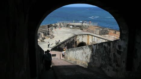 San-Juan-El-Morro-through-arch