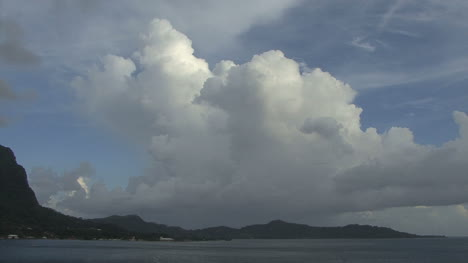 Bora-Bora-big-thunderhead