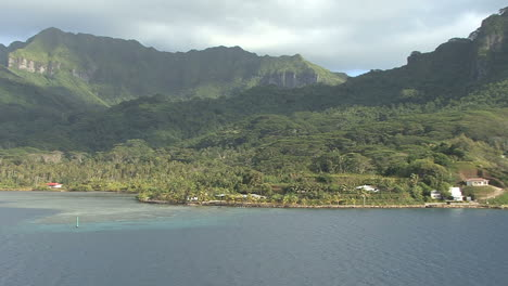 Huahine-zooms-to-shore-19