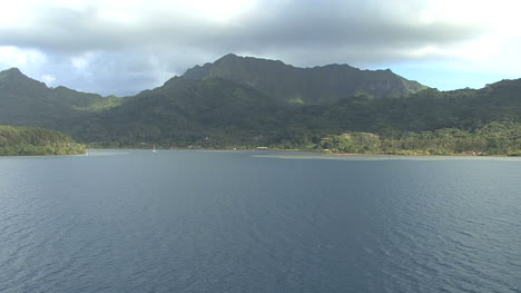 Huahine-zooms-out-from-house