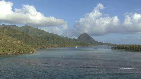 Huahine-passing-reef
