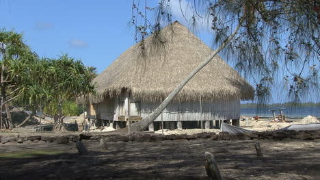 Huahine-thatched-roof-building