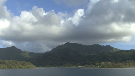 Huahine-time-lapse-clouds