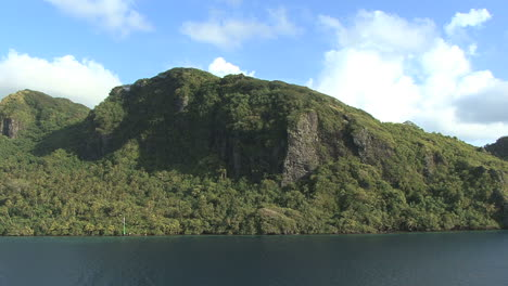 Huahine-view-of-cliffs