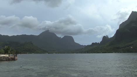 Moorea-view-over-Cook-s-Bay-on-a-cloudy-day